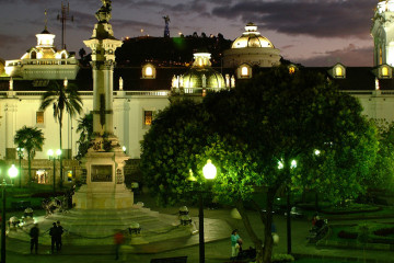 Quito_Old_Town_at_night2