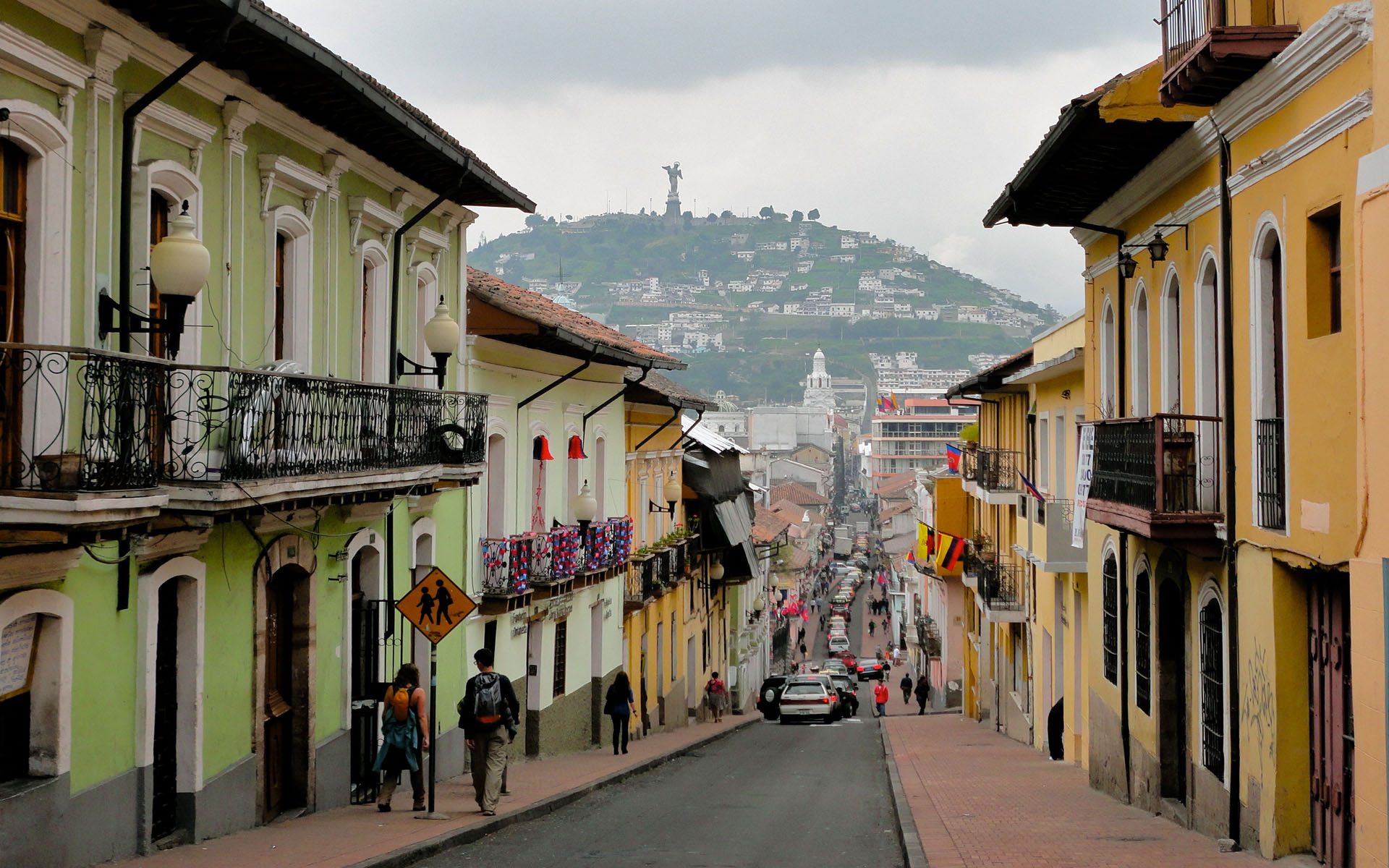 First impressions of quito a new world ecuatraveling for Ciudad jardin quito 2015