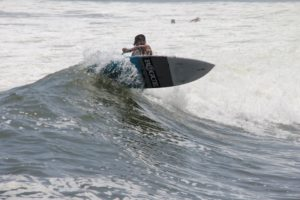Canoa surfing